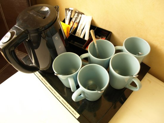 Logis Hotel des Cayrons : Free tea and coffee