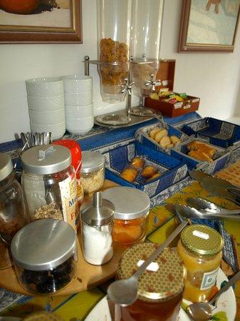 Logis Hotel des Cayrons : Breakfast