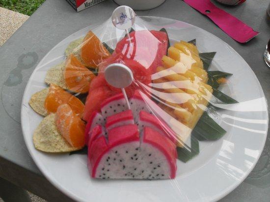 Amora Beach Resort : Complimentary fruit platter for being a regular guest!
