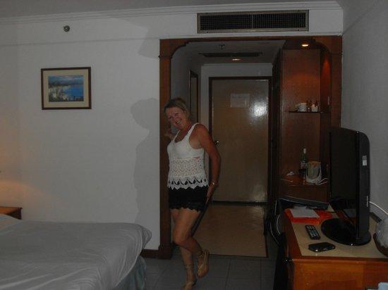 Amora Beach Resort : Showing off my cobra shoes