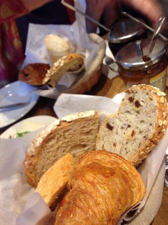 Le Pain Quotidien : bread basket