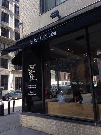 Le Pain Quotidien: exterior - right near Carnegi Hall and Central park