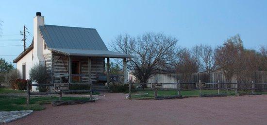 Chuckwagon Inn Bed & Breakfast: cabin