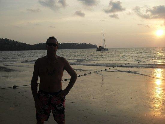 Amora Beach Resort: Sunset in front of hotel