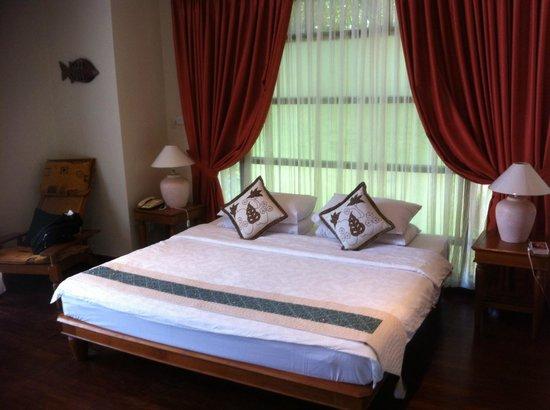 Nirwana Gardens - Indra Maya Pool Villas: Bed