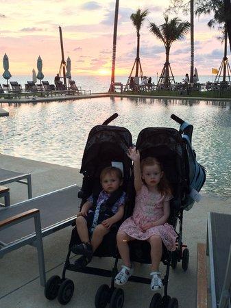 Outrigger Laguna Phuket Beach Resort: Amazing sun sets