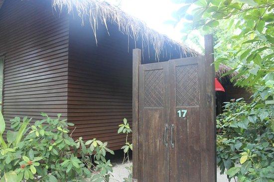 Zeavola Resort : entrada de la habitacion