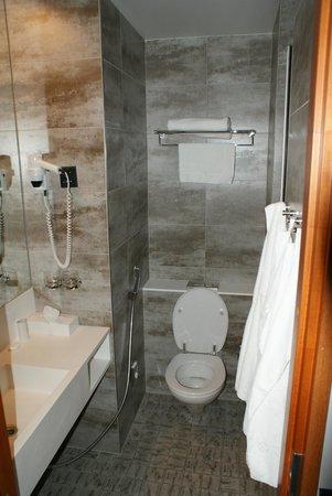 Scandic Paasi: Bathroom