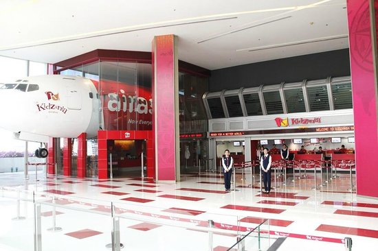 Purchase your ticket to fly to KidZania Bangkok, ask for your map and get your 50 kidZos check