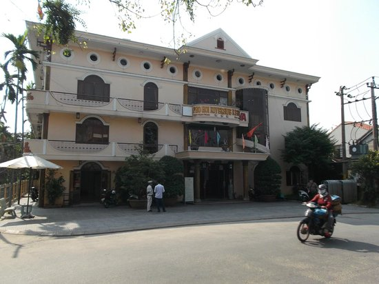 Hoi Pho Hotel: From the front