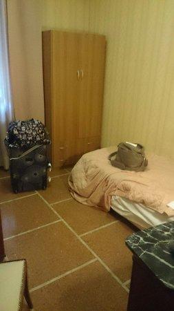 Hotel La Pace : The bedroom