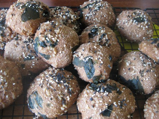 Bread Angels: Bread with black rice and seaweed from the vegetarian bread class