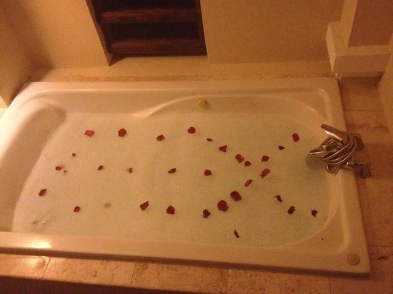 Now Larimar Punta Cana : Hot Tub on Balcony