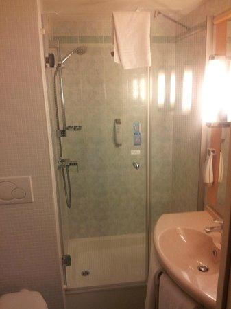 Ibis Budapest Centrum: Bathroom