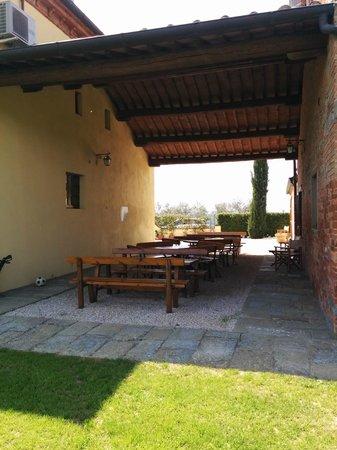 Agriturismo Il Belvedere : Tavoli per il pranzo all'esterno