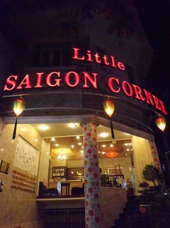 Little Saigon Corner Boutique Hotel : l'hotel le soir