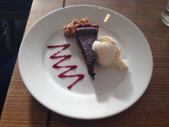 The Oxford Whitstable: Mmmmmm, yummy chocolate tart