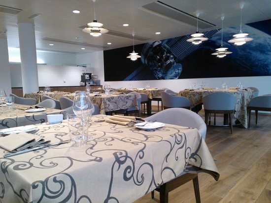 L 39 espace salle manger picture of discovery hotel for Restaurant salle a manger