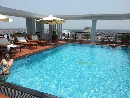 Romance Hotel: Romance rooftop pool a big plus