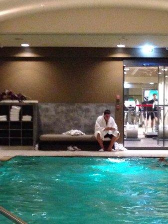 Berlin Marriott Hotel: La piscina