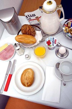 Hotel Zur Traube: Frühstück auf dem Zimmer