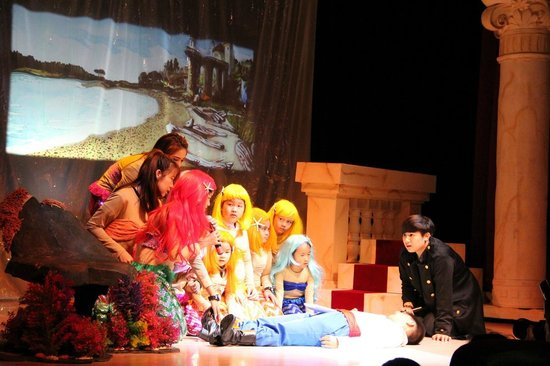 KidZania Bangkok: Get on stage and perform magic shows, fashion parades and other performing arts!
