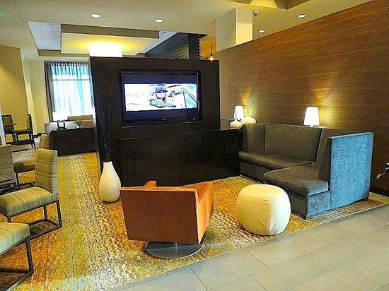 Homewood Suites by Hilton Springfield: lobby sitting area