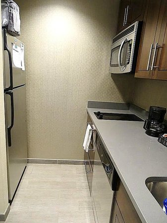 Homewood Suites by Hilton Springfield: kitchen in room