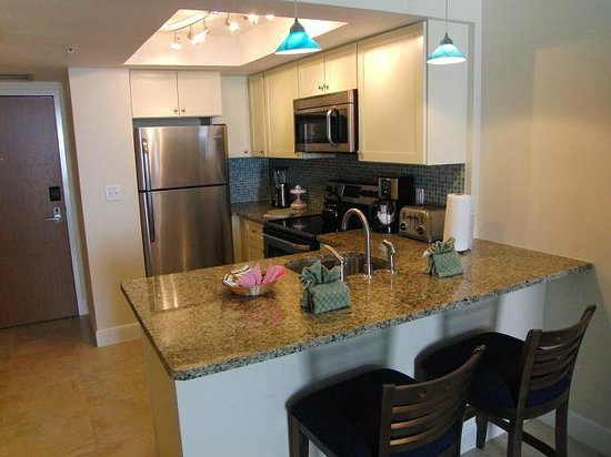 Hollywood Beach Tower: These newly renovated kithens are georgeous !!