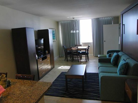 Hollywood Beach Tower: Love the new living room area !!
