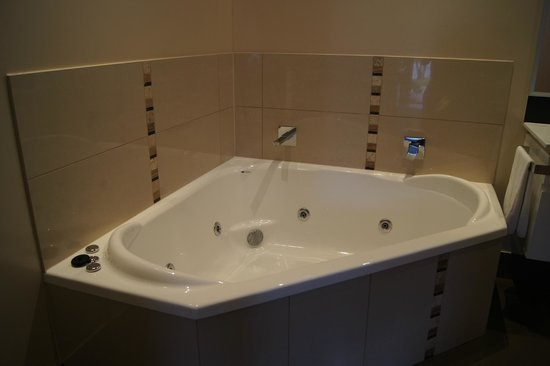 Comfort Inn & Suites Emmanuel: the spa