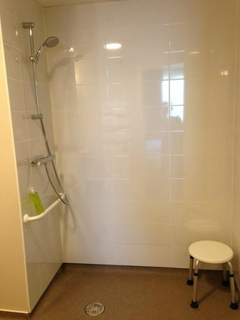 Hotel Le Galion : Salle de bain PMR