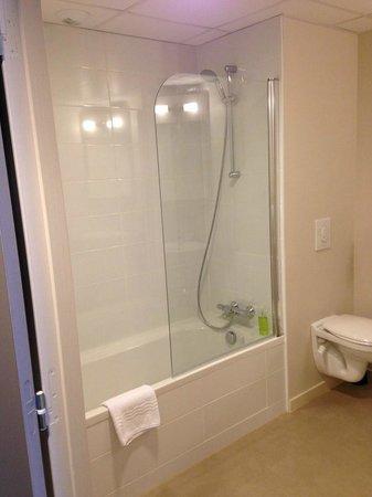 Hotel Le Galion : Salle de bain baignoire