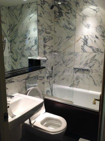 The Kensington : bathroom