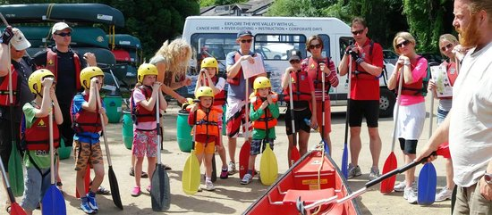 Wye Canoes Ltd: Briefing a group before setting off.