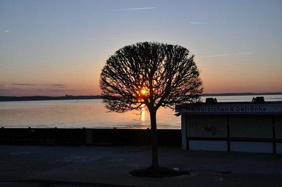 Hotel Admiral Scheer: Sonnenuntergang vom Heimathafen aus gesehen