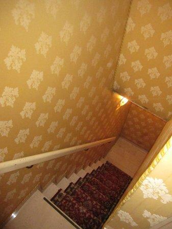 Hotel Lux : scale dentro la stanza