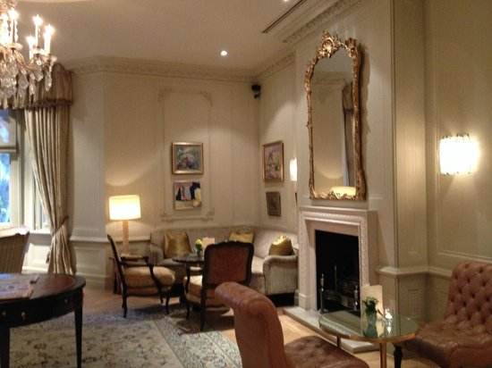 The Kensington: living room