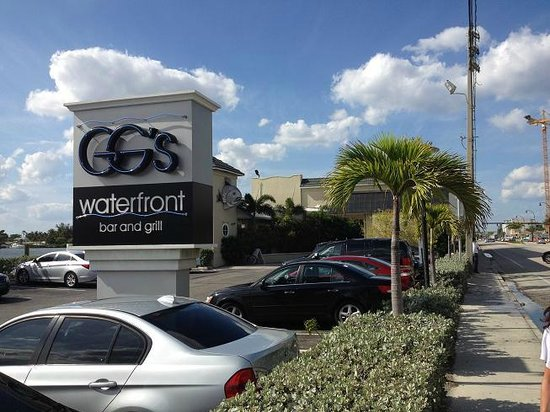 GG's Waterfront Bar and Grill : Best Happy Hour in Hollywood Beach !!