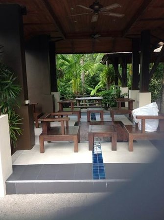 Kirikayan Luxury Pool Villas & Spa : poolside area