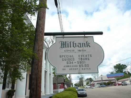 Milbank House : Front Sign