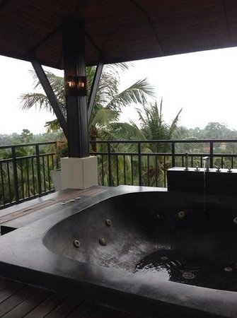 Kirikayan Luxury Pool Villas & Spa: Upgraded room: rooftop terrace with jacuzzi
