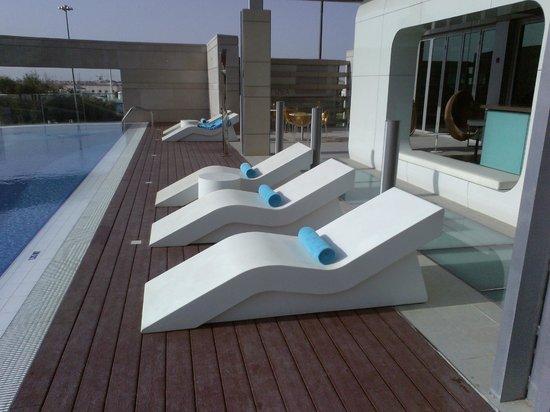 Novotel Abu Dhabi Al Bustan: pool area