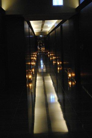 Armani Hotel Dubai: по пути к номеру