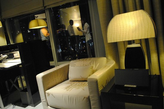 Armani Hotel Dubai: гостинная