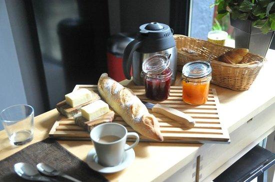 2bis: Breakfast