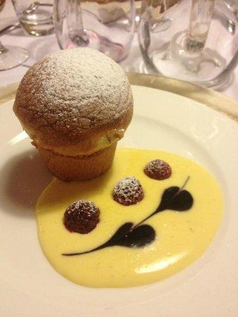 Hotel Dolomiten: Buon dolce con impasto tipo panettone/colomba, con crema golosissima