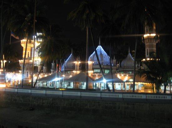 Jamek Mosque : Mosque at night