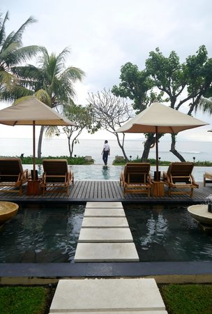 Qunci Villas Hotel: The pool.