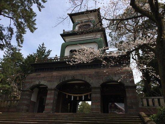 Oyama Shrine : 尾山神社の石の門
